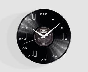 Išskirtiniai laikrodžiai iš vinilinių plokštelių !