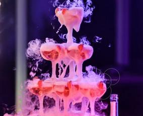Šampano taurių piramidė by Bubble Tower