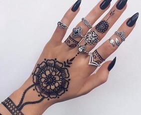 Henna tatuiruotės