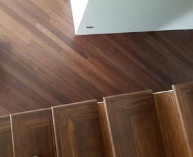 Bambuko grindų, masyvo, parketlenčių ir kitų grindų klojimas