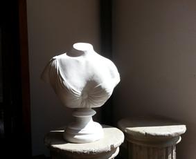 paminklų kūrimas iš akmens , bronzos ir betono .