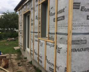 Šiltiname EKOVATA karkasinius namus, sienas,stogus,grindis
