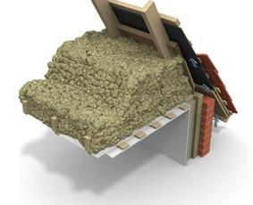 Mechanizuotas pastatų šiltinimas ekovata ir kitomis biriomis