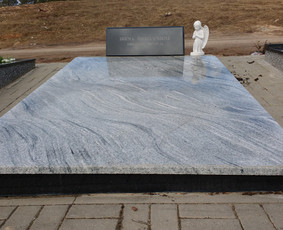 Kapų tvarkymas, dengimas granito plokštėmis, Paminklai