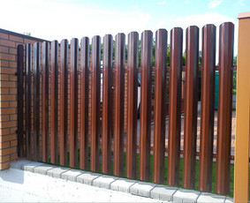 Tvoros, kiemo vartai, montavimas, kalvystės elementai.
