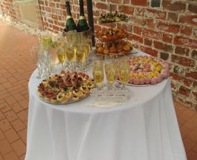 Šampano staliukas po ceremonijos