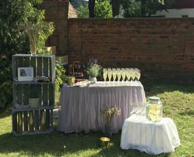 Šampano staliukas ir dekoravimas