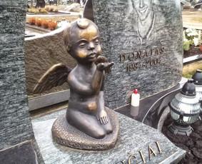 Raidžių Kalimas, paminklai, akmens plokštės, akmens darbai