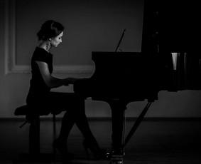 Profesionali pianistė, atlikėja, muzikos mokytoja