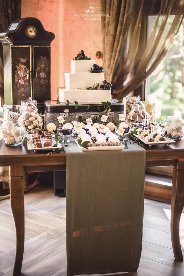 Itališko stiliaus vestuvės Nuotrauka: http://akvilinaphoto.com/  Organizavimas: Pinjata renginiai  (Daugiau: https://www.facebook.com/media/set/?set=a.865085896920133.1073741844.221162067979189&type=3 )