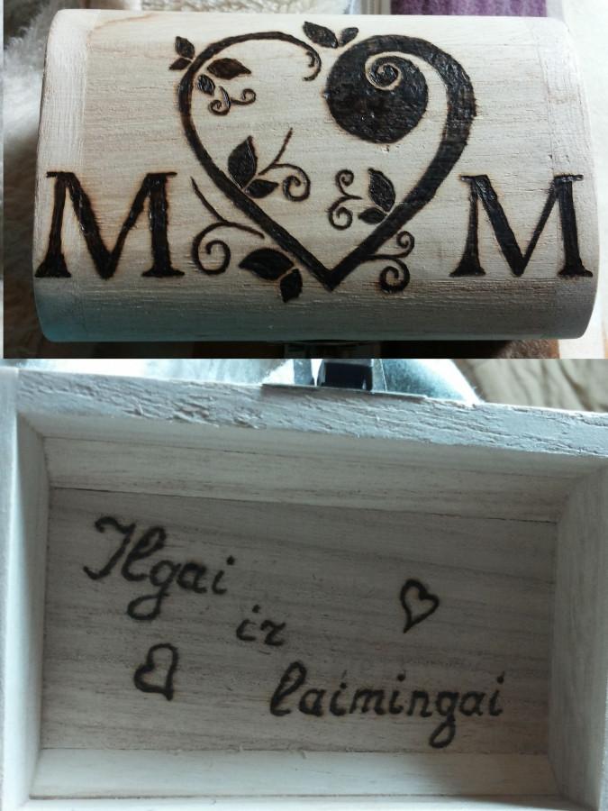 Nuostabi dėžutė sudėti svarbiausiems daiktams vestuvėse- žiedeliams.
