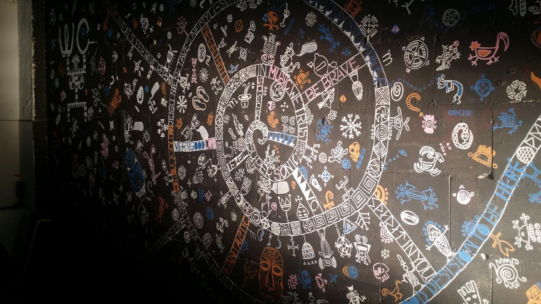 Piešiniai ant sienos iš urvo LOFTE, Vilniuje, Švitrigailos 29. Menufabrikas.lt  Sienos tapyba.