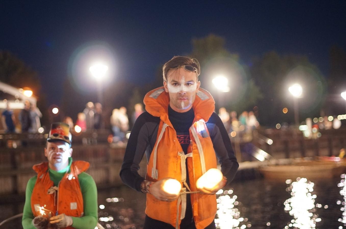 Naktinis plaukimas Klaipėdoje SLIP TO RAFTA