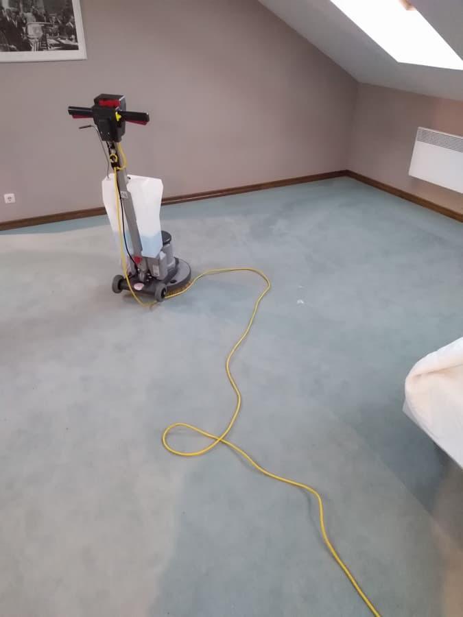 Grindu, kilimu, kilimines dangos valymas. Naudodami automatines plovimo mašinas bei savo sukurtas plovimo metodikas, išplausime paviršius kurie nebeišsiplauna rankiniu būdu.