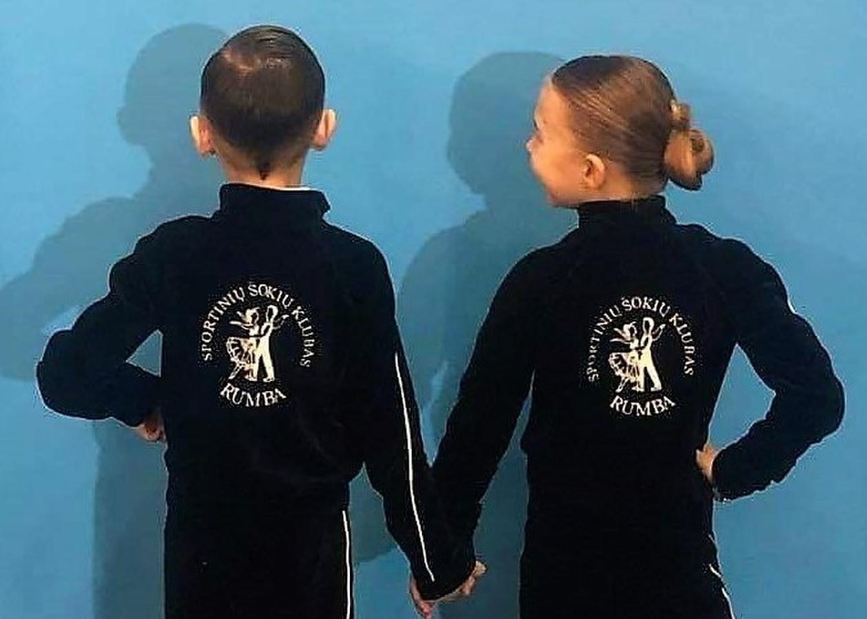 SPORTINIŲ ŠOKIŲ KLUBO RUMBA (Panevėžys) mažieji šokėjai su mūsų siuvinėtu Logo.