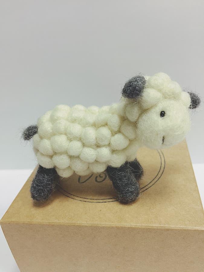 Veltas aviukas- segė. Puiki dovana krikštynoms Gali būti padaroma be segtuko. Kiekvienas burbuliukas priveltas atskirai.
