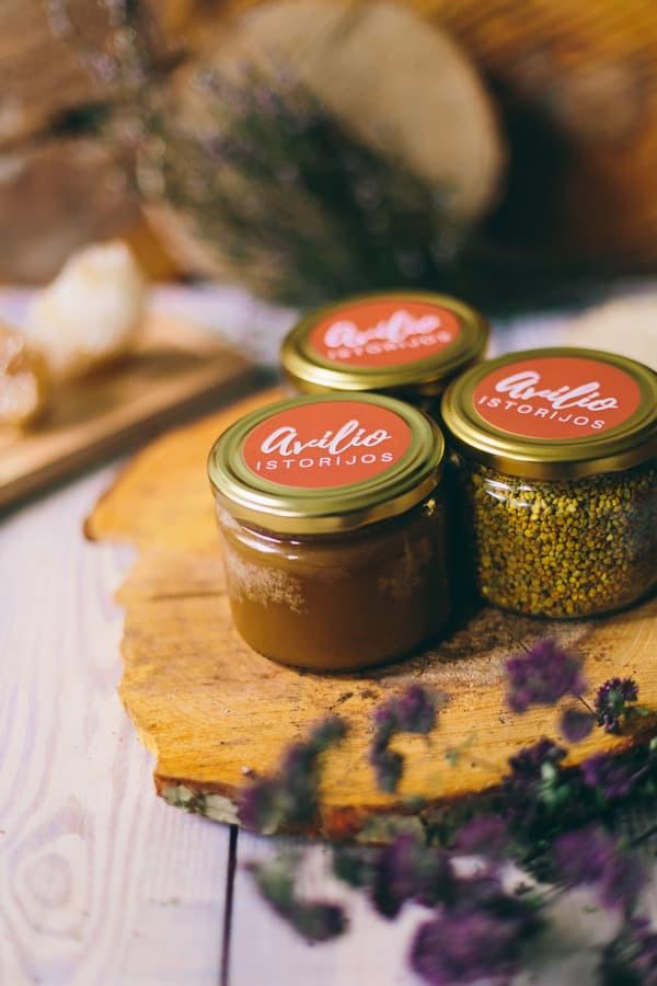 Medus, žiedadulkės ir bičių duona apvaliame stiklainyje. Svoris: 360 g | 250 ml. Kaina nuo 2,5 Eur