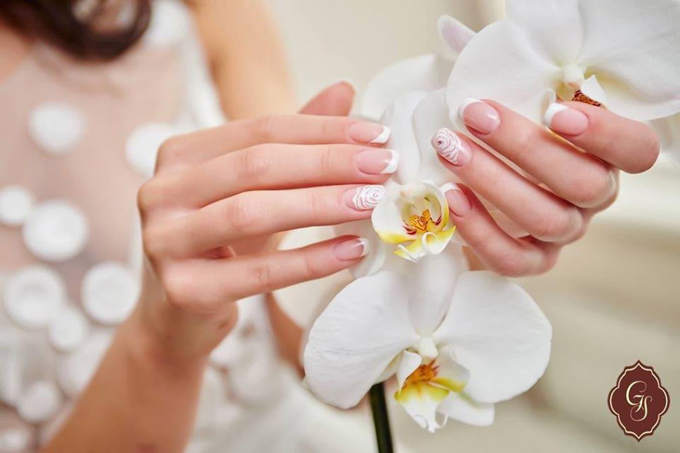 Nagus atstatančios procedūros, gydomosios procedūros nagams, manikiūras, pedikiūras, ilgalaikis gelinis lakavimas, priauginami nagai, arkiniai nagai, rankų masažas +37067394894