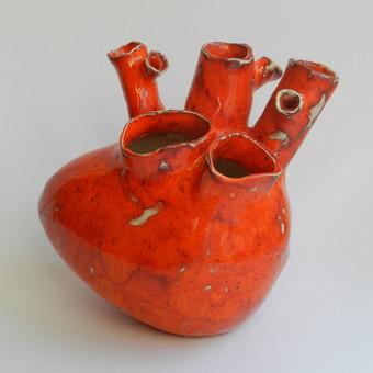 Praktiška interjero puošmena Širdis - vaza.
