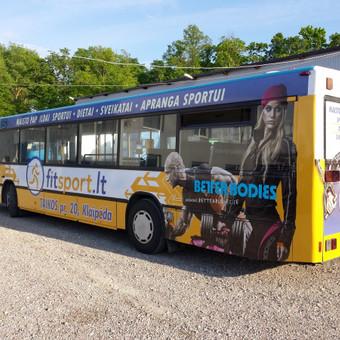 Reklama ant viešojo transporto