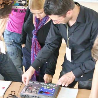 """Iniciatyvinė kūrėjų grupė """"Įkvėpimas '10"""" 2010 metų rugpjūčio 28-29 dienomis Kaune organizavo kūrybines dirbtuves, kurių metu kompiuterinių technologijų pagalba buvo bandoma pratu ..."""