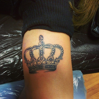 #LinasTattoo #Tattoo #tattoos #Tatt #tattooartist #Ink #Crown #CrownTattoo #PantheraInk #EternalInk