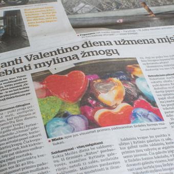"""Reklaminis straipsnis """"Kauno dienoje"""" apie prekybos miestelio """"Urmas"""" pasiūlymus savo lankytojams Valentino dienos proga."""