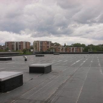 Pramoninių pastatų stogų hidroizoliacija, naudojant Firestone EPDM membraną. Pilnai klijuojama sistema.