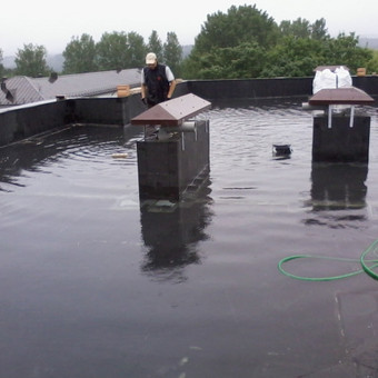 Įrengtos hidroizoliacijos tikrinimas užpylus vandeniu.