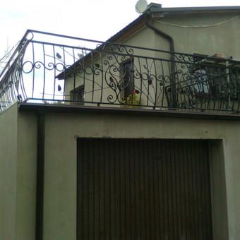 Turėklai balkonui su kalviškais elementais