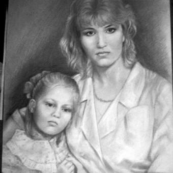 Mamos ir dukros portretas iš senovinės nuotraukos./grafitas/