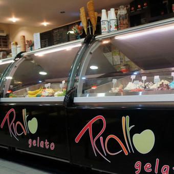 Nuo nulio atnaujintas prekinis ženklas Londone esančiame, ledų kavinių tinklui. Nuo logotipo iki interjero dizaino.