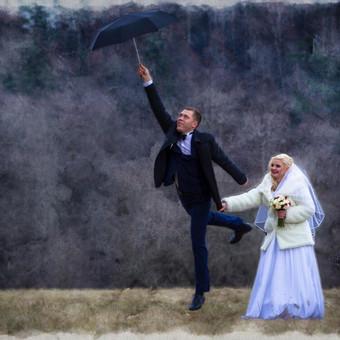 Priimu rezervacijas 2017-tų metų VESTUVIŲ SEZONAMS. Sezonas naujas, o kainos dar senos!  Didelės nuolaidos darbo dienoms ir žiemos sezono vestuvių šventėms. Fotostudija Vilniuje  (Aguonų ir Šaltinių gatvių sankirtoje) Dirbu visoje Lietuvoje ir už jos ribų!