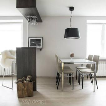 73 kv.m labai erdvus ir šviesus dviejų kambarių butas, viengungiui. Skandinaviškas minimalizmas. Šis butas turi atskira įėjimą iš lauko, labai didelį prieškambarį, svetainę sujungta su virtuvę, erdvų sanmazgą, bei labai šviesų miegamajį. Visame bute vyrauja šviesus, bei pilki tonai. Visas interjeras buvo sukurtas per labai trumpa laiką.  Foto: Rasa Kuzmauskaitė