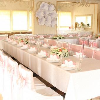 Salės dekoravimas, kėdžių užvalkalai