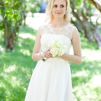 Trumpa vestuvine suknele. Sukneles virsus puostas svelniu neriniu,apacia lengas sijonas.