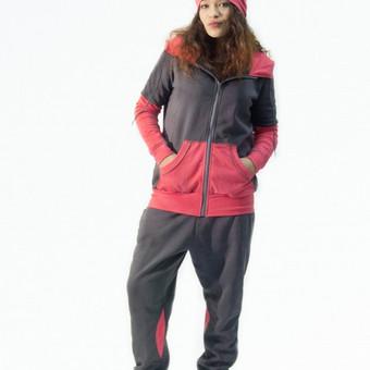 Laisvalaikio kostiumas  (Medvilnė, elastanas) Šiltas, jaukus, dviejų dalių švelnios medžiagos laisvalaikio kostiumas + kepuraitė. Vidinė dalis - su pūkeliu. Siūname pagal individualius i ...