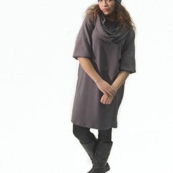 Megztinis - suknelė Dvigubas movas ir kepuraitė - DOVANA prie suknelės:) Sudėtis: medvilnė, elastanas. Spalva: tamsi alyvinė, juoda.