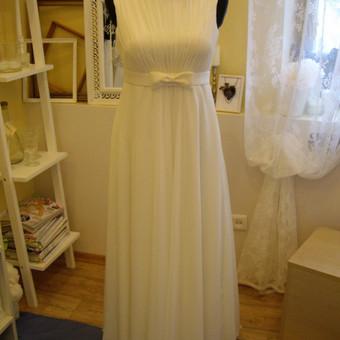 Kukli, ne korsetinė drapiruotu viršumi suknelė. Suknelės modeliukas puikiai tiktų ir nėštukėms.