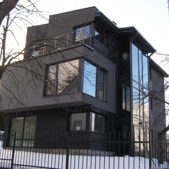 Dvibutis gyvenamasis namas Antakalnyje.