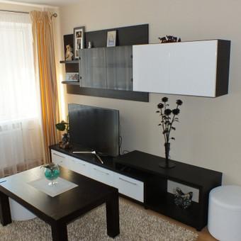 Projektuojame ir gaminame visus svetainės baldus. Naudojame kokybiškas ir patvarias medžiagas, bei montavimo detales.