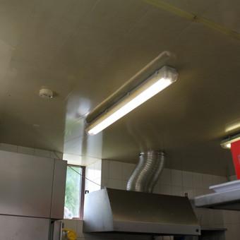 Kavinės apšvietimo modernizavimas į LED. Pakeistos seno tipo T8 lempos į LED T8 lempas