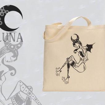 """Medvilninis maišelis su autorine iliustracija pavadinimu """"Mergaitė su mėnuliu"""" Spaudos tipas- termo spauda"""