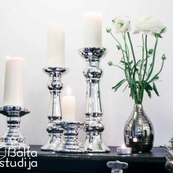 Įvairių aukščių blizgūs keraminiai stovai - žvakidės Daugiau informacijos www.baltastudija.lt