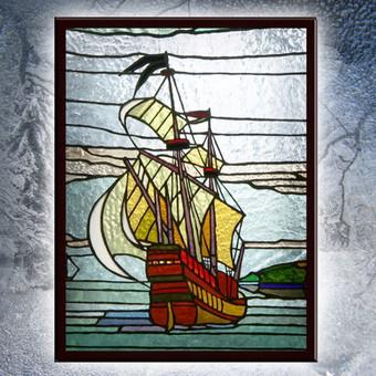 Vitražo miniatiūra. Kabinama ant lango Laivas