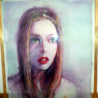 """Portretas """"Lyra"""" piestas ant silko iremintas stikle ir naturalaus medzio reme 70x90cm - PARDUOTA"""
