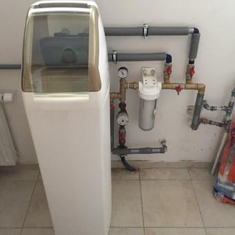 Vandens gerinimo sistema, minkštinimo filtras