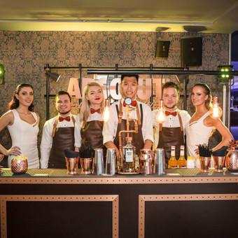 1. Baro ir baro įrangos nuoma 2. 2 Profesionalūs barmenai 3. Kokteilių meniu sudarymas 4. Pasirūpinimas reikiamais ingredientais ir alkoholiu 5. Taurių nuoma 6. Ledas 7. Transportavimas