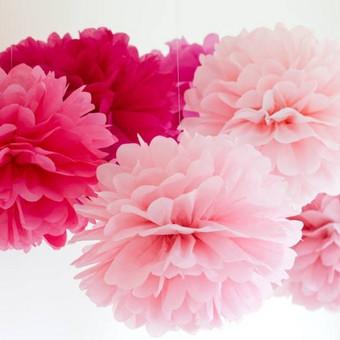 """Pom poms"""" burbulų gamyba Jūsų išskirtinei šventei smile emoticon  Galimybė rinktis iš 25 spalvų.  Vienspalviai, margi arba ombre. Dydžiai: 15, 22, 35, 50 cm skersmens."""