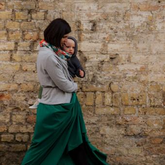 """Pasivaikščiojimas po Vilniaus senamiestį (krikštynų fotografija, nuotrauka iš ciklo """"Mano moterys"""", paroda """"Kablyje"""")"""